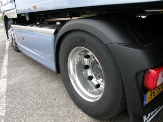 La distancia entre ejes de la tractora queda en 3,6 metros.