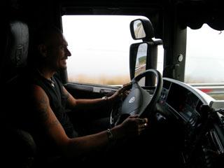 El riesgo de sufrir un accidente por kilómetro recorrido de un camión es menor que en otro tipo de vehículo.