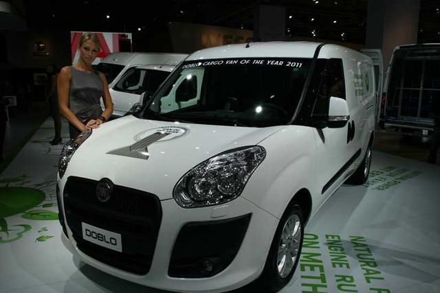 El Fiat Dobló estrenó en el IAA de Hannover su título como Van of the Year 2011.