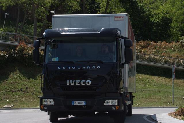 El Iveco Eurocargo 100E18 cuenta con 180 CV y un motor de cuatro cilindros de cuatro litros.