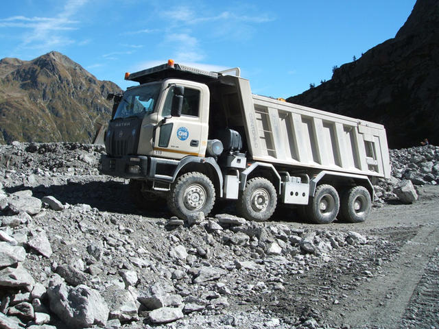 Los dúmper Astra 8X6 de 50 toneladas equipados con cajas Allison reducen drásticamente sus necesidades de mantenimiento.