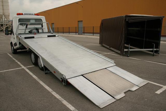 Unas rampas extensibles facilitan el acceso de los vehículos.