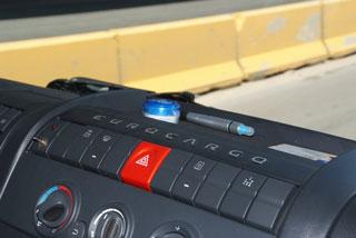 Los controles se sitúan en el tablero central.