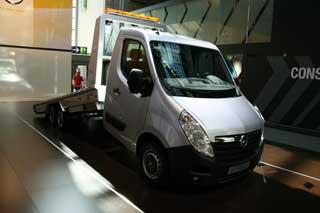 Curiosa plataforma de rescate de vehículos, con base de Opel Movano.