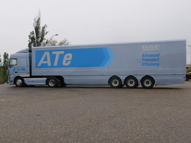 A 80 km/h en llano y según las pruebas de DAF este 40 toneladas ronda los 26 lits de consumo a los 100 kms.