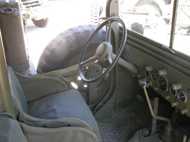 Puesto de conducción de un Dodge 6X6 de la Segunda Guerra Mundial.
