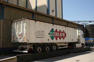 Cargando graneles resulta imprescindible que el camión tenga un peso en vacío mínimo.