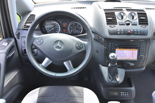 Al volante del Mercedes Viano Marco Polo nos llama la atención su amplitud.