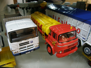 Modeltrans ha revivido la antigua rivalidad entre partidarios de Pegaso y Barreiros.