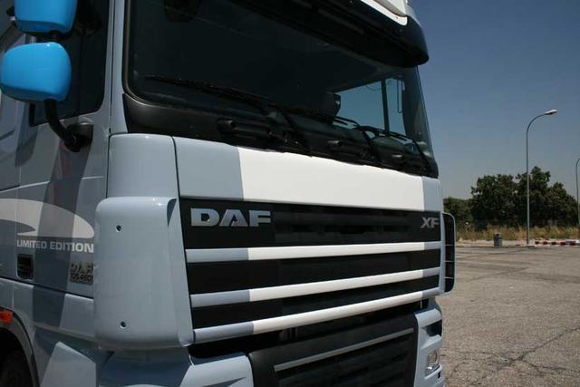 El DAF XF105 se ofrece con motorizaciones Euro 5 y EEV.
