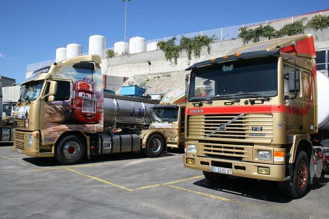 El veterano Volvo de la serie F da fé de la solidez de los camiones de esta marca y del buen mantenimiento que se realiza.