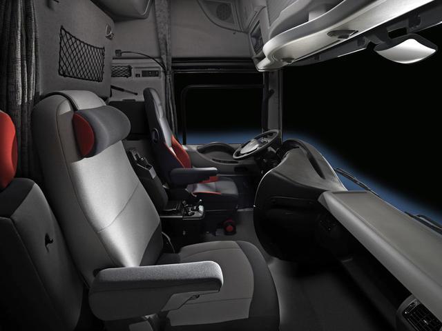 El asiento giratorio del acompñante facilita pasar cómodamente el tiempo de descanso.