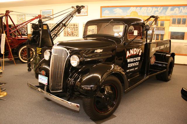 Otro camión ligero Chevrolet de los años 30 equipado con grúa de rescate.