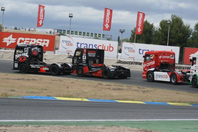 Makinen en el MAN número 15 empieza a inquietar a los pilotos de cabeza.