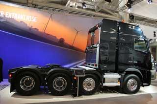 Ideal para los transportes especiales, una auténtica bestia vikinga: La tractora Volvo FH16 de 700 CV 8x4.