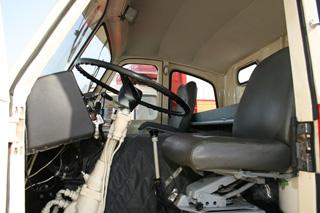 El Pegaso Gran Ruta, cabezón, ofrecía una amplia cabina con espacio para una litera y dos asientos.