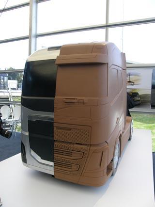 Maqueta a escala de la silueta del nuevo Volvo FH.