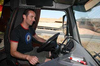 Albert Ros al volante de su Volvo FH.
