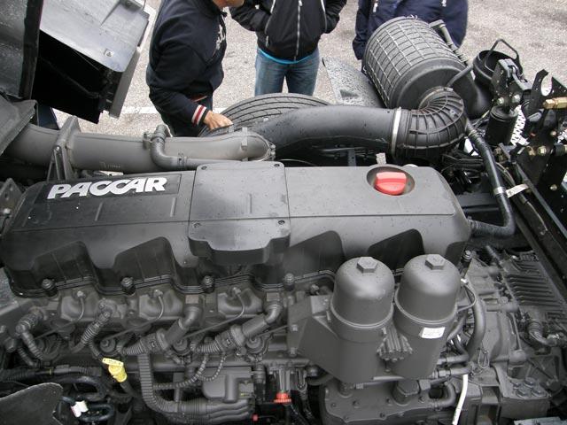 El motor PACCAR de 12,9 litros y seis cilindros en versión de 460 CV.