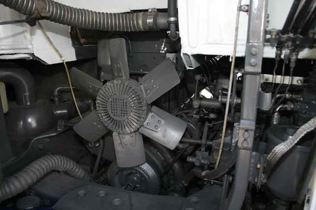 Al motor sdel Pegaso 2080 se accedía a través del radiador de apertura lateral.
