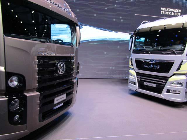 VW Truck & Bus también mostró junto a los MAN europeos su gama pesada de producción brasilera.