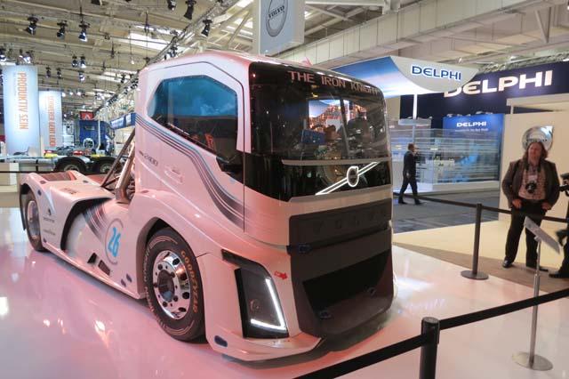 Con 2400 CV de potencia este camión de Volvo Trucks es el más rápido del momento.