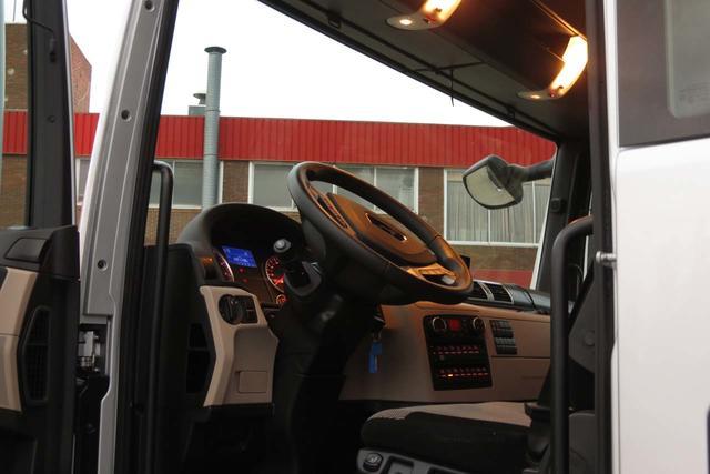El nuevo interior de los MAN TGX es ahora de tonos más claros.