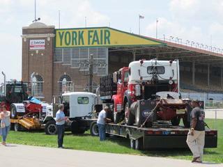 Cerca de 2.000 camiones clásicos se reunireon en York.