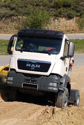 El sistema de tracción delantera se puede conectar por debajo de 30 Km/h.