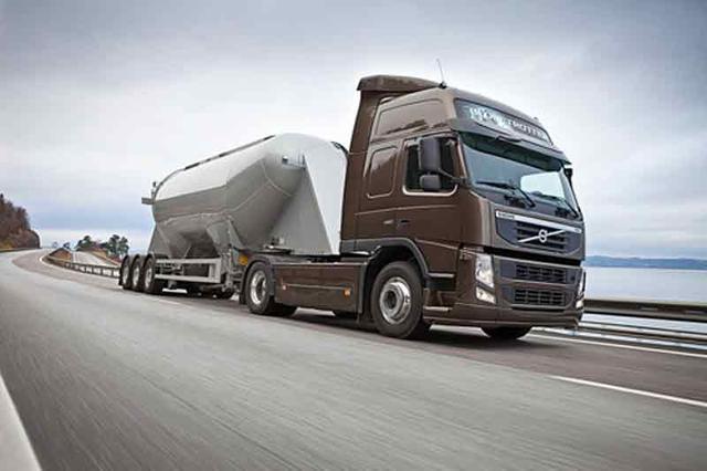 El Volvo FM es un camión compacto y de baja tara apto para transporte pesado y recorridos medios/largos.