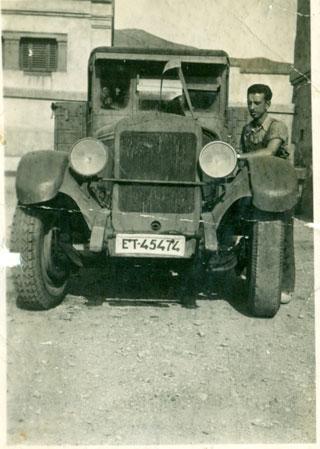 El en servicio militar, con un 3HC, Boixadera padre se inició en el transporte.