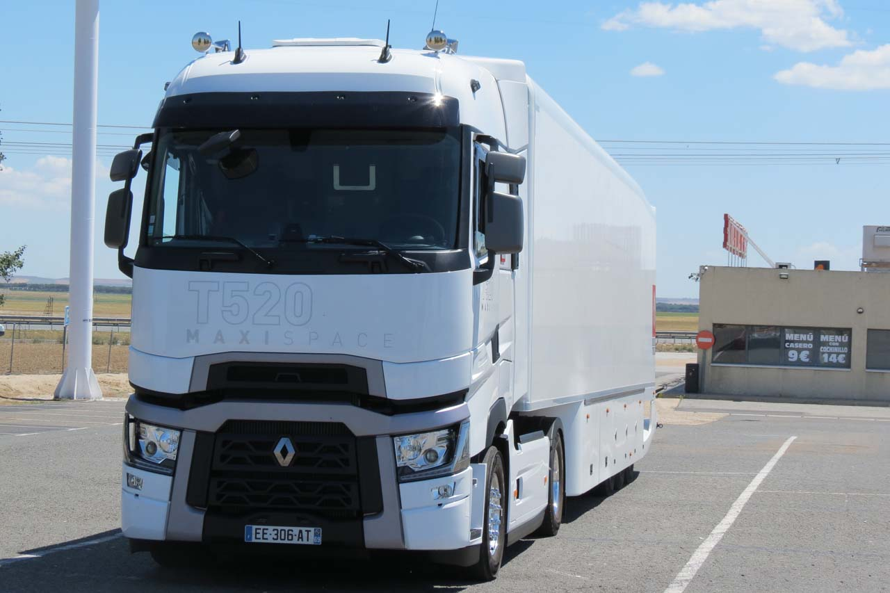 Prueba consumo renault t 520 maxispace euro 6 for Interieur camion renault t