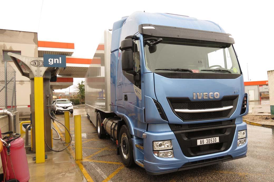 IVECO ha creado el camión de larga distancia de bajas emisiones, con el Stralis NP a GNL y sus 400 CV de potencia máxima.