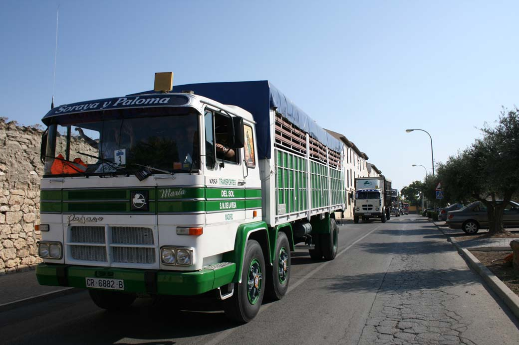 Desfile de camiones clásicos en 2011 con Pegasos, Avia, Ebro, Barreiros...