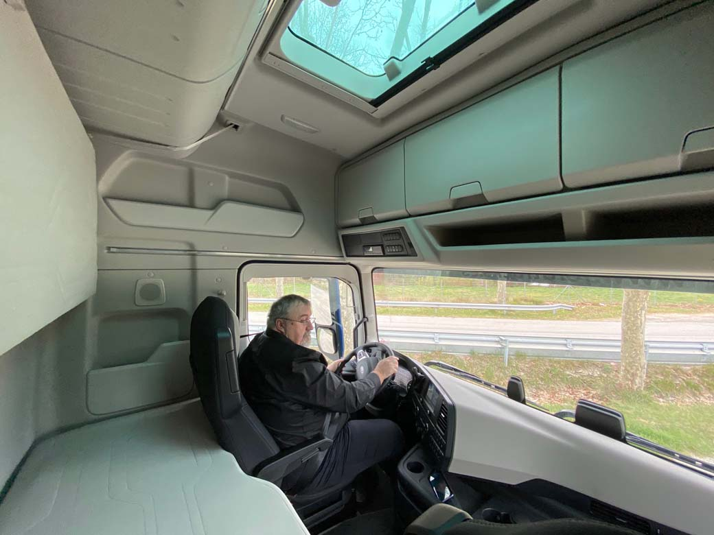 Al volante del F-MAX nos agrada la amplitud de su cabina.