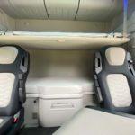 La cabina del Ford F-MAX ofrece dos camas de buenas dimensiones y armarios superiores delanteros y traseros.