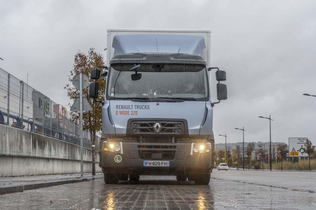 El motor 8 DTI del Renault Trucks Serie D Wide se ofrece en versiones de 250, 280 y 320 CV de potencia máxima. También existe una versión a GNC y los 11 litros de 380 y 430 CV.