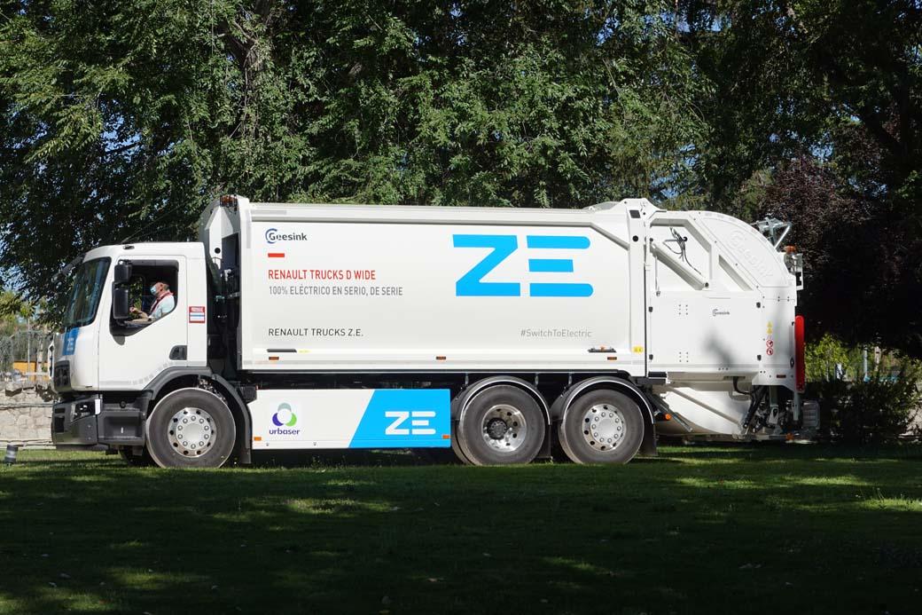 Camión eléctrico Renault Trucks D Wide ZE 6X2 recolector de basuras.