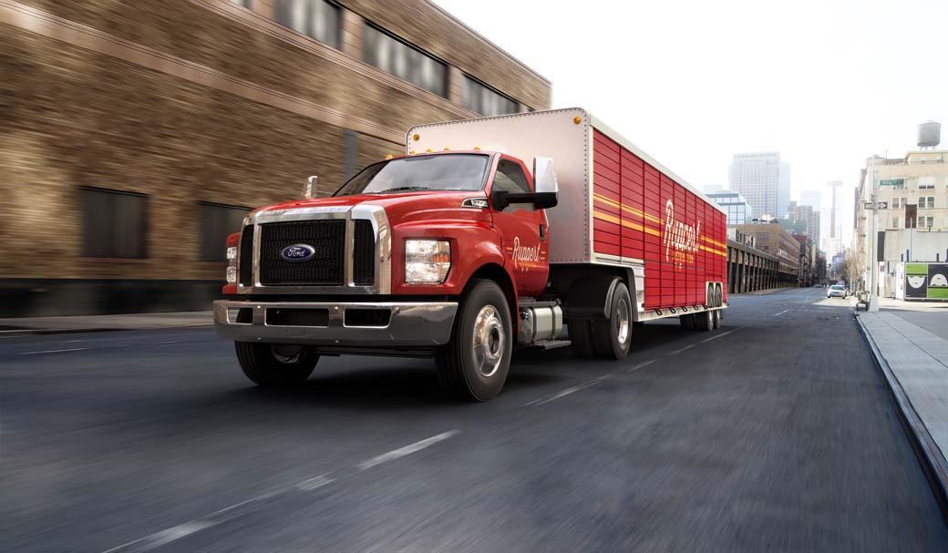El Ford F750 Super Duty norteamericano es un auténtico minitrailer para el reparto urbano.