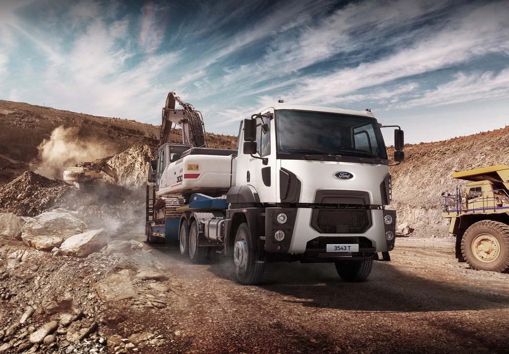 Tractora Cargo 6X4 con Motor Ford Ecotorq 13 litros y seis cilindros de 430 CV.