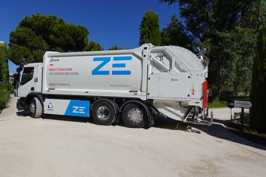 El Renault D Wide ZE 6X2 eléctrico mantiene todas las funcionalidades de un camión recolector con motor convencional.