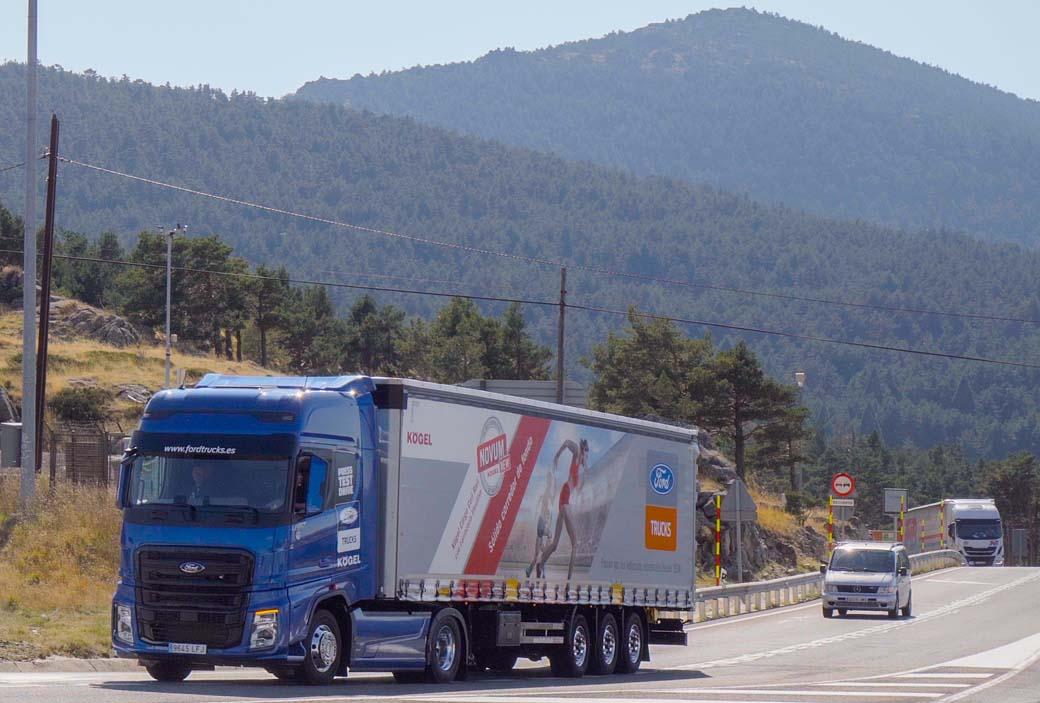 La tractora F-MAX de Ford Trucks cargada con 40 toneladas se desenvuelve muy bien en puertos de montaña.