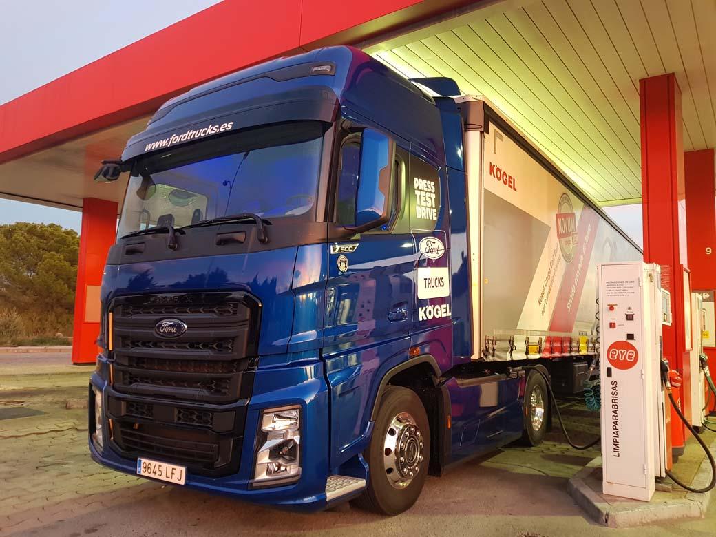 La tractora F-MAX de completa serie se nos cedió con doble depósito de gasoil, con 1.050 litros de capacidad total.