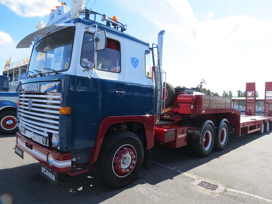 Las primeras series Scania 140 y 141 gozaron de un motor V8 de 14 litros con 350 CV de potencia máxima.