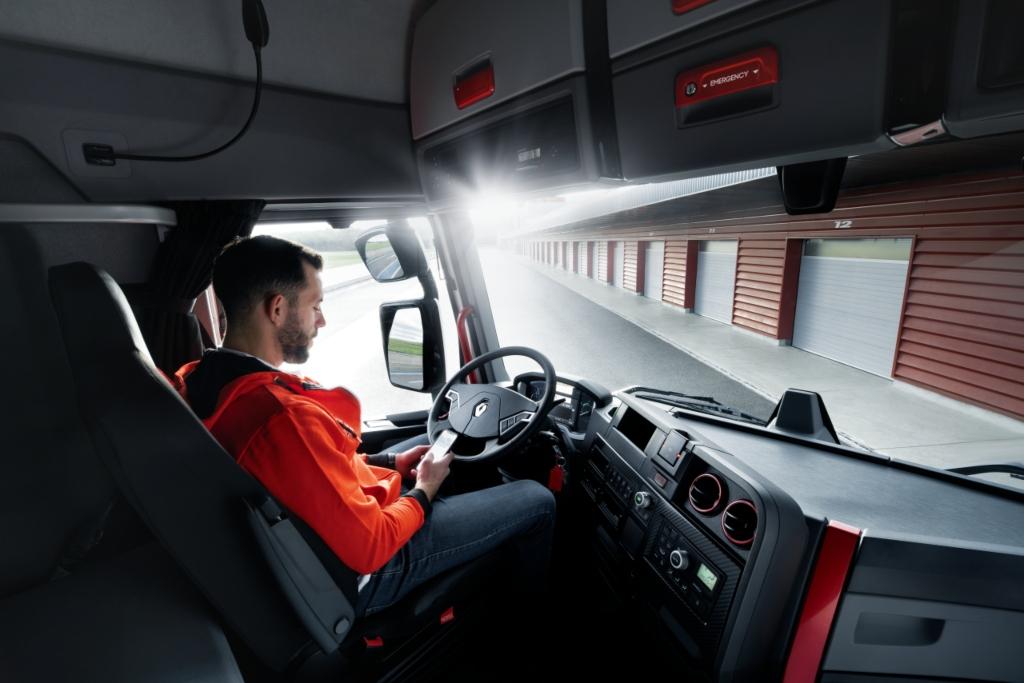 Renault Trucks lanza el Rincón del Héroe Digital