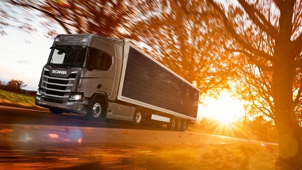 Los camiones con paneles solares ahorran combustible