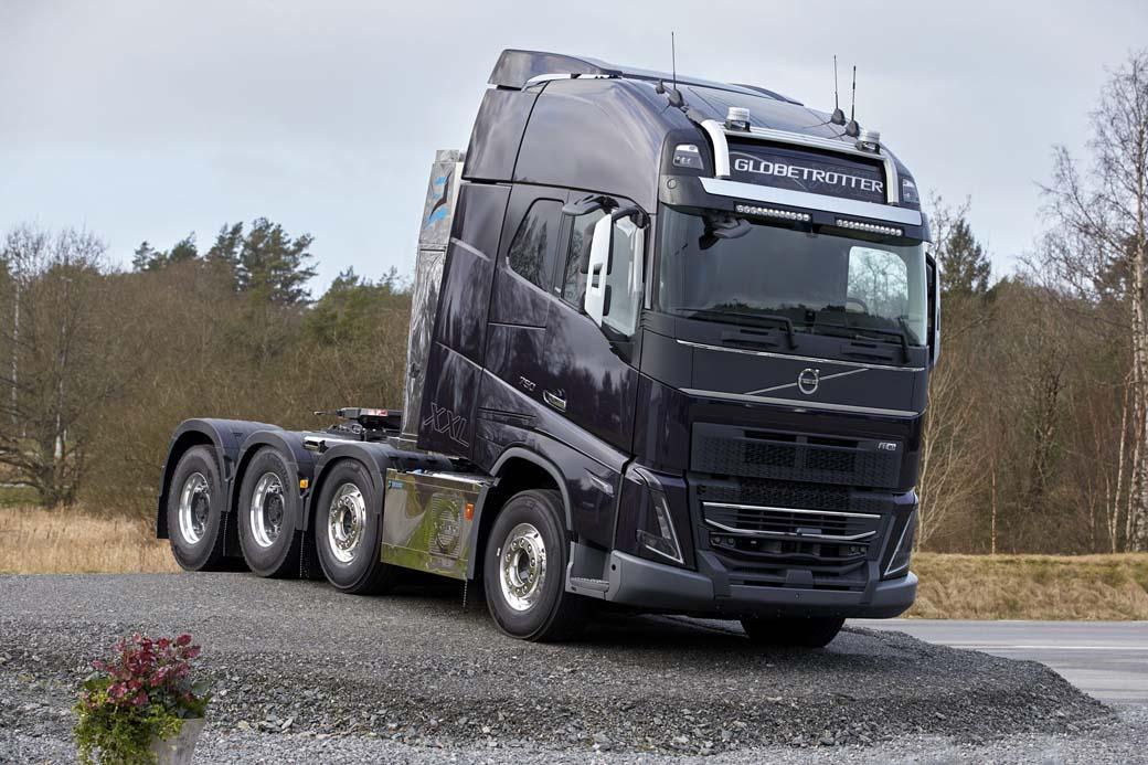 Volvo FH 16 tractora de transportes especiales en configuración 8X4.
