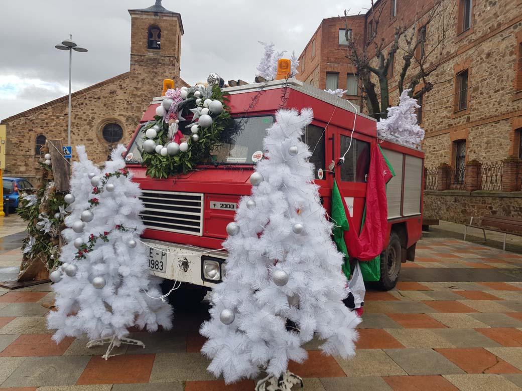 Felices Fiestas y un excelente 2021 a salvo de pandemias para todos. Camión Santana 2000 navideño.