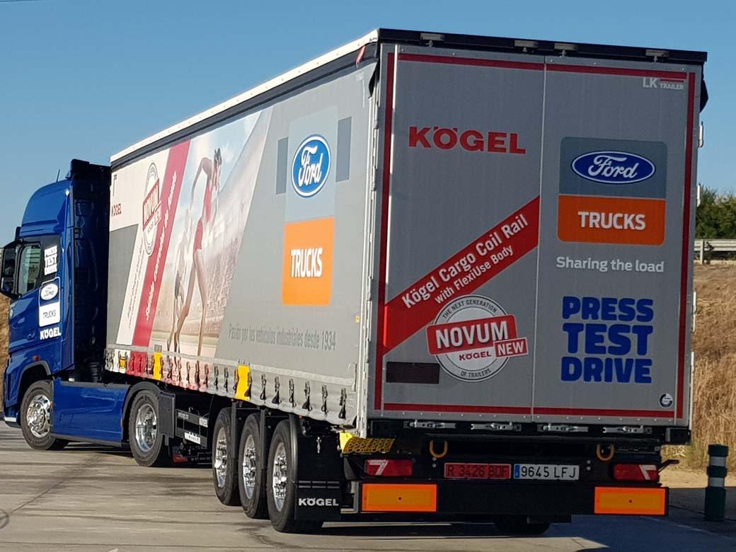 Kögel ofrece una plataforma de lonas muy versátil adaptada a todo tipo de transporte intermodal.