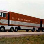 El conjunto del Big Red de Ford era un doble trailer de 33 metros de longitud y 9 ejes en total.